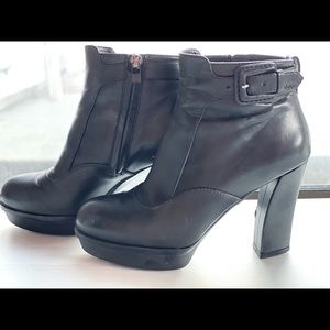 Size 34.5 Tod's Leather Ankle Boots